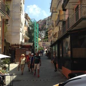 Cinque Monarola Sandi and street scene
