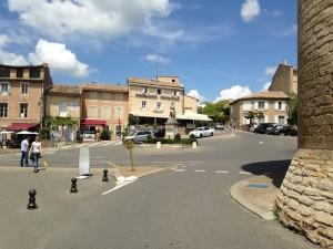 Gordes Plaza